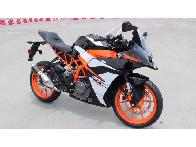 2018 KTM RC 390  WhatsApp +13236413248